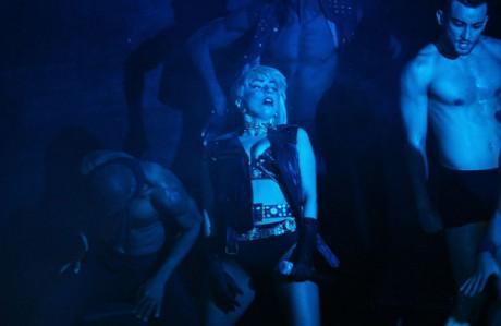 Lady Gaga turne için gittiği Avusturalya'da gay barda eşcinsellerle sabaha kadar dans etti.