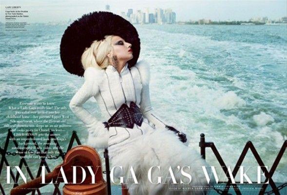 Lady Gaga'dan çılgın pozlar..