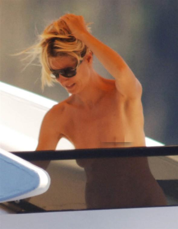 Heidi Klum'un üstsüz tatili - 40