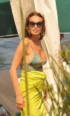 Güzide Duran mankenlik yaptığı dönemde Antalya'da bir otelin açılışına katıldı. Bir ara sahilde durup dalgalarla oynayan Duran denize girmesi konusunda ısrar edilince sakladığı gerçeği de dile getirdi.
