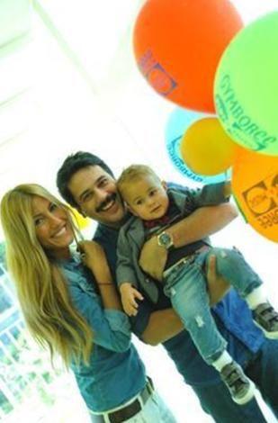 Çift, daha sonna evlendi. Kısa bir süre önce de Ali adını verdikleri ilk bebekleri dünyaya geldi.   Kaynak: Hürriyet