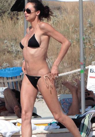 Bir dönemin tenis yıldızı Boris Becker'in eşi Sharley Kerssenberg, tatil için gittiği İspanya'daki Formentera'da bütün bakışları üzerine topladı.