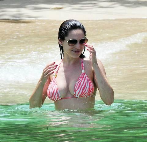 Kelly Brook'tan bikini şov.. - 63