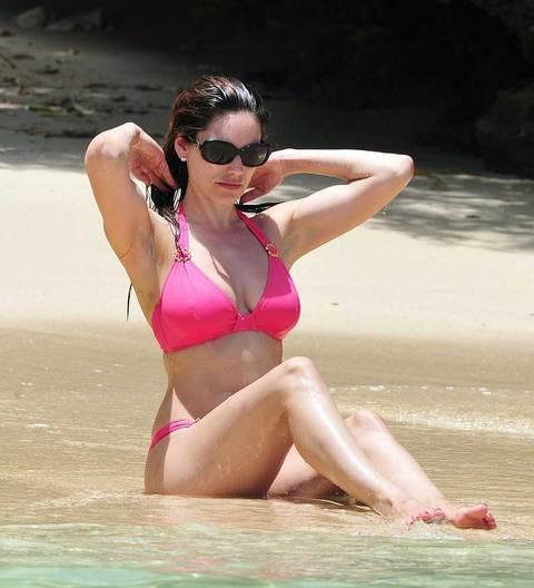 Kelly Brook'tan bikini şov.. - 91
