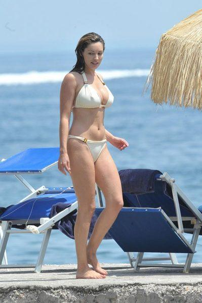 Kelly Brook'tan bikini şov.. - 200