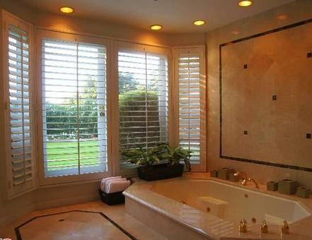 Evdeki üç banyodan biri.