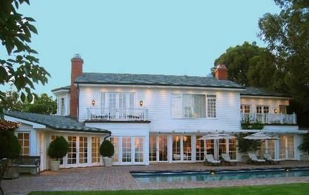 Evin dış görünüşü.