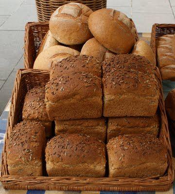 Glisemik indeksi yüksek olan yiyeceklerin farkında olun. Glisemik indeks,  besinin içindeki şekerin yüksekliğini ve hızlı kana karışmasını ifade eder. Bu türdeki besinleri seçtiğinizde kan şekeriniz hızlı yükselir ve hızlı düşer. Bu durumda daha çabuk acıkırsınız ve daha çok yersiniz. Mesela bu açıdan baktığımızda pirinç yasaklıdır, bulgur masumdur; beyaz ekmek yasaklıdır, esmer ekmek masumdur; muz yasaklıdır, kivi masumdur; karpuz yasaklıdır,  kiraz masumdur; üzüm yasaklıdır, erik masumdur; beyaz makarna yasaklıdır, kepekli makarna masumdur; mısır-patates yasaklıdır, kurubaklagiller masumdur.