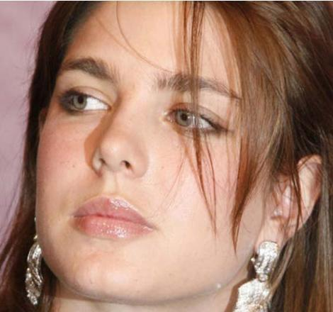25 yaşındaki Charlotte, Monako Prensesi Caroline ile genç yaşta ölen işadamı Stefano Casiraghi'nin büyük çocuğu.