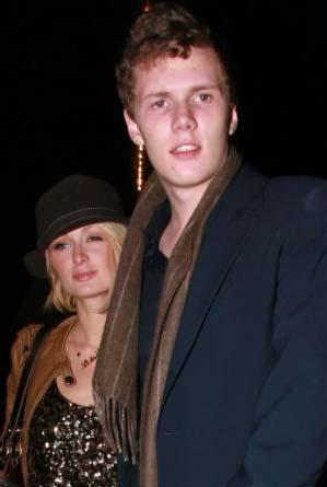 Paris ve Nicky'nin küçük kardeşi ise büyük dedesiyle aynı adı taşıyan Barron Hilton.