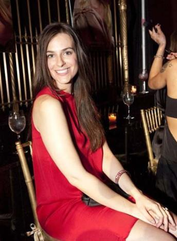 28 yaşındaki genç kadın ABD'nin eng üçlü işadamlarından David Rockerfeller'in torunu, 2.2 milyar dolar aile serveti var.