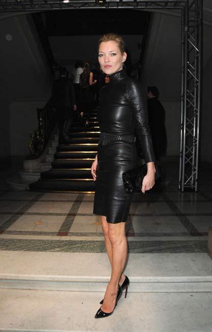 Kate Moss  En riskli trendleri başarıyla uygulamak ve ne giyerse giysin kendine yakıştırmak Kate Moss için çocuk oyuncağı. Baştan aşağı leopar giymek veya yazın giyilen deri elbiseler moda oldu ise Kate Moss'un en başta bunları giymeye cesaret etmesinin bunda etkisi büyük.