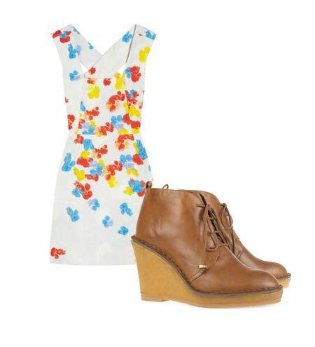 Yazlık elbiselerinizi botlarla tamamlamaya ne dersiniz? Hem böylece yavaş yavaş kendinizi yaklaşmakta olan sonbahar sezonuna hazırlamış olursunuz. Elbise: Erdem Ayakkabı: Marc by Marc Jacobs