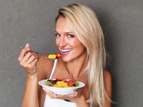 Bahar ayları davetkâr, taze havası ile iştahımızı açabilir, siz ise porsiyonlarınızı azaltma yoluna gidin ve çeşitli besinleri tüketin özellikle bahar ve yaz aylarında yağ oranı düşük, lifli hafif gıdalar tercih edip aşırıya kaçmadan yemek yemeye çalışın. Kızartmalardan ise uzak durun.  Lif ve vitamin alımızı artırmak için, mevsiminde sebze ve meyveleri bunlar için de özellikle domates, kırmızı biber, böğürtlengiller, çilek tüketimini artırın.