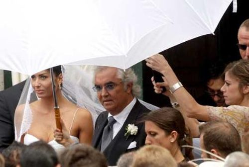 Briatore tam 58 yaşında.. Geçen yıl Elisabetta Gregoraci ile dünyaevine giren çift yakında bir bebek sahibi olacak..