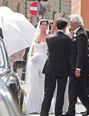 Çift tüm dünya medyasını uzun süre meşgul eden bir düğünle evlenmişti.