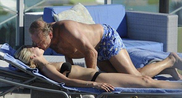 """Aşk gösterisi   """"Cheers"""" dizisindeki Dr. Frasier rolüyle tanınan Amerikalı oyuncu Kelsey Grammer, genç nişanlısı Kayte Walsh'la paparazzilere yakalandı."""