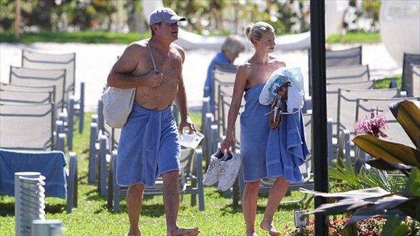 55 yaşındaki Grammer, kendinden 26 yaş küçük nişanlısıyla  öyle bir aşk gösterisi yaptı ki kimse gözlerini alamadı.