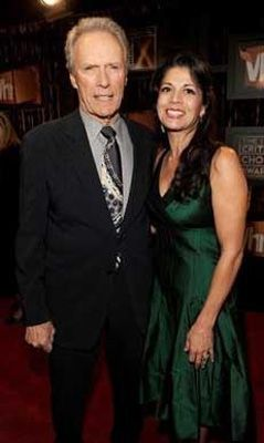Eastwood 1930 eşi Dina 1965 doğumlu.