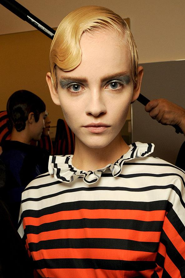 İsterseniz saçınızın rengini değiştirin, isterseniz de uzunluğunu... Bu yüz modelden birini seçin, beğenin.