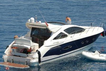 PINAR ALTUĞ- YAĞMUR ATACAN  Pınar Altuğ ile Yağmur Atacan çiftinin büyük bir yatı yok ama milyon dolarlık bir tekneleri var.