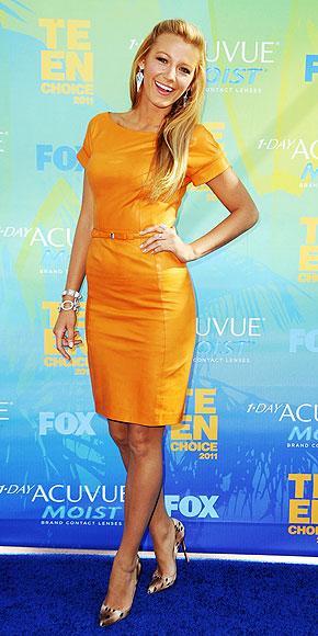 Gossip Girl dizisinin başrol oyuncularından Blake Lively, vücuda oturan turuncu elbisesi ve leopar desenli ayakkabılarıyla göz kamaştırdı.