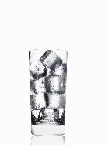 İçecekler  Buzlu soğuk su en iyi içecek. Kalorisizdir, midenizde doygunluk hissine neden olur ve daha az yersiniz. Kan basıncınızın ve adet öncesi dönemi rahat atlatmanızı da sağlar.  Buzlu su içtiğinizde, vücudunuz ısınmak için ekstra kalori harcadığı da aklınızın bir kenarında bulunsun. Zayıflamak için alkolden uzak durun.   Likör ve bira kandaki kortisol seviyesini yükseltir ve yağların göbek çevresinde toplanmasına neden olur. Kaynakwh webhatti.com: Kaynakwh webhatti.com: