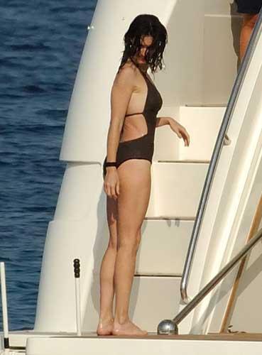 İspanyol oyuncu Paz Vega, kozmetik firması L'Oreal'in yüzü olan meslektaşı Penelope Cruz'dan işini kaptı.