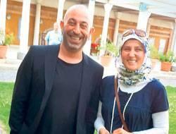 İstanbul'daki türbeleri gizli gizli ziyaret eden Cem Yılmaz, bir basın toplantısı için gittiği Macaristan'ın başkenti Budapeşte'de bile türbe ziyareti yaptı.