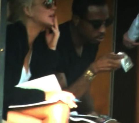 Lindsay Lohan, arkadaşıyla birlikte uyuşturucu alışverişinde görüntülendi.