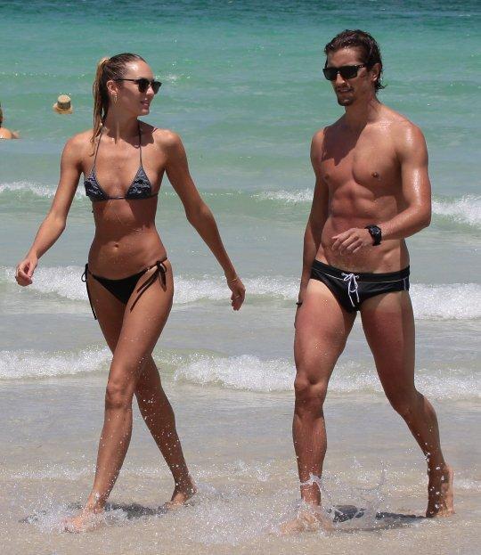 Candice plajda büyüledi - 43