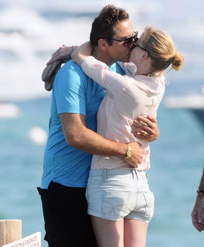 Top model Lara Stone, İngiliz komedyen David Walliams ile St tropez'de görüntülendi. 27 yaşındaki ünlü model  ve eşi rahat tavırlarıyla tüm bakışların odak noktası oldu.