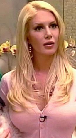 """2007 yılında burun ve göğsünden estetik ameliyatı olan 24 yaşındaki """"Bu konuda takıntılıyım"""" demişti."""
