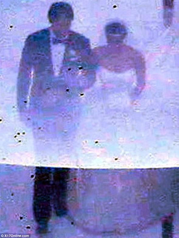 Çiftin düğününe 440 kişi katıldı. Aralarında Kardashian kız kardeşlerin reality show programlarının yapımcısı Ryan Seacrest, gelinliğin tasarımcısı Vera Wang ve aktrist Lindsay Lohan gibi isimler de vardı.