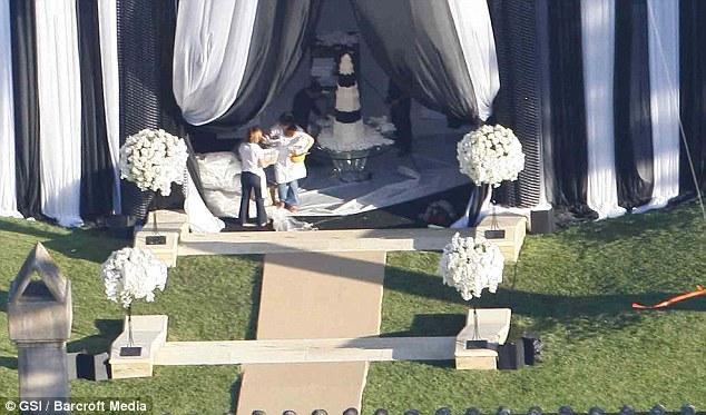 Düğün hazırlıkları çok erken saatlerde başladı.
