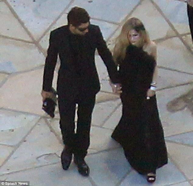 Kim'in üvey kardeşi Brody Jenner, geceye kız arkadaşı Avril Lavinge ile birlikte geldi.