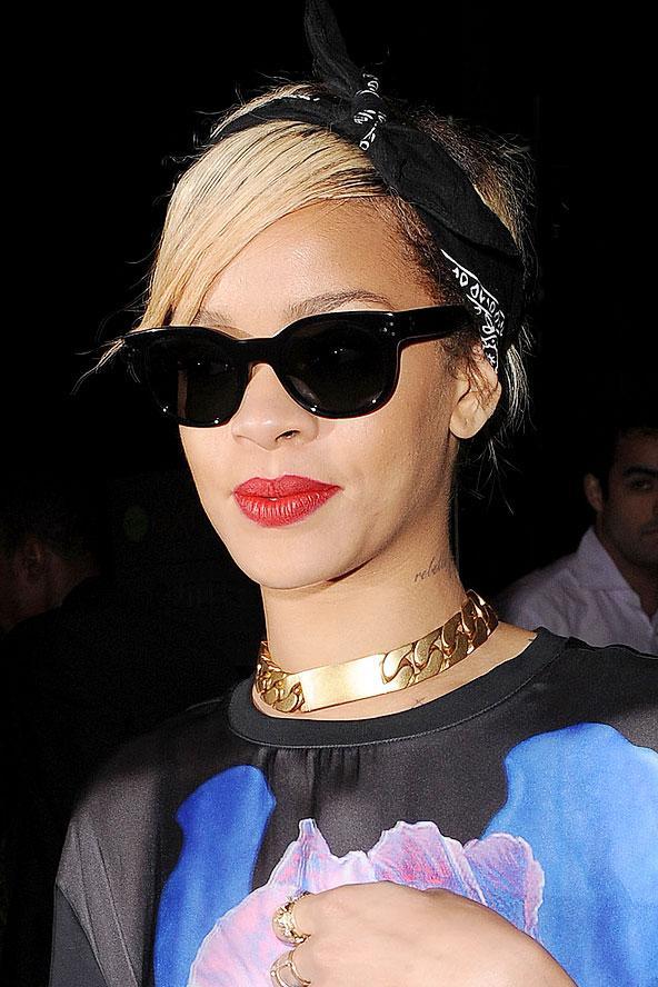 2012 yılının ilk aylarında Rihanna bandanasını saçlarından hiç eksik etmedi.