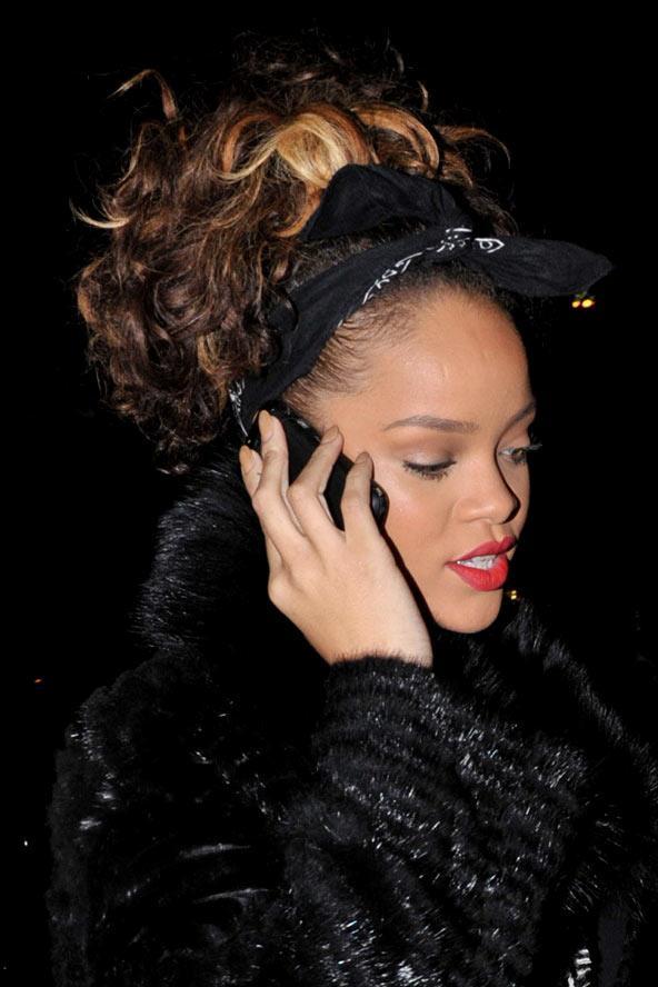 2011, Rihanna'nın kahverengi kıvırcık saçlarını bir çok sevmiştik.