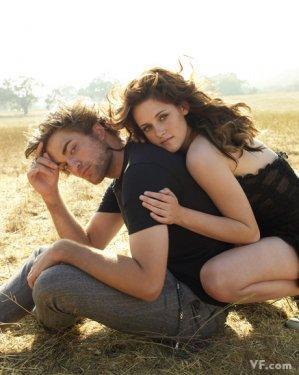 Kristen Stewart & Robert Pattinson  Alacakaranlık filminin yıldızları Robert Pattinson ve Kristen Stewart çifti ise listenin beşinci sırasında yer buldu.