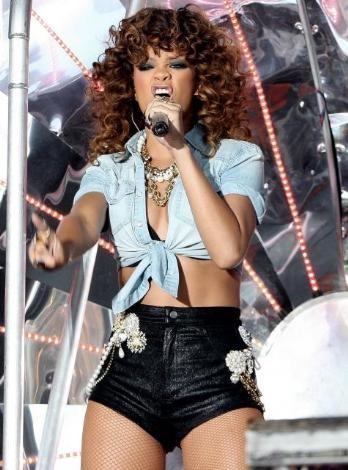 Rihanna konserlerinden görüntüler.. - 3
