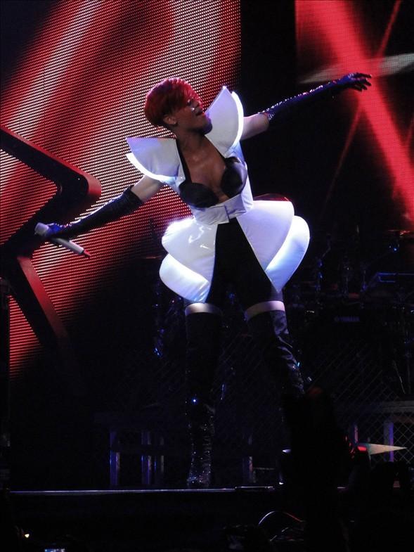 Rihanna konserlerinden görüntüler.. - 24
