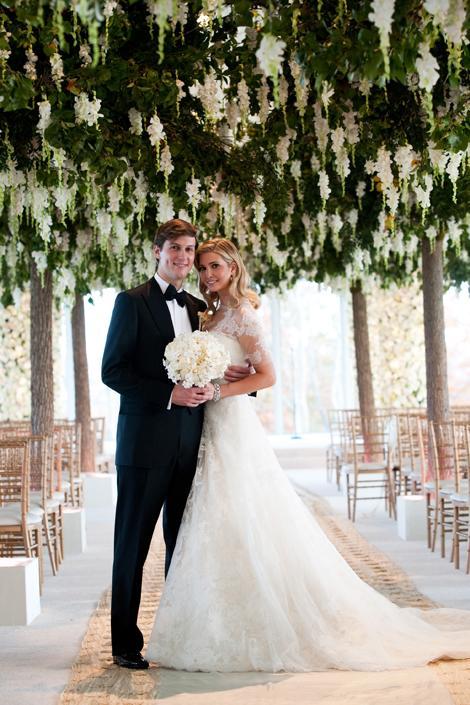 Ivanka Trumph Ivanka Trumph'ın Eylül 2009'daki düğünü için Vera Wang, Grace Kelly'nin gelinliğinden ilham almış; özellikle dantel kolları tasarlarken.