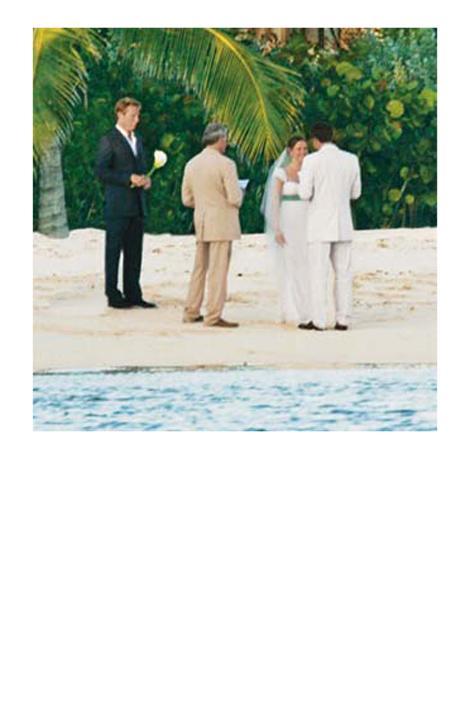 Jennifer Garner Turks and Caicos adalarında Ben Affleck'e evet derken, Jennifer Garner'ın üzerinde Vera Wang gelinliği vardı.