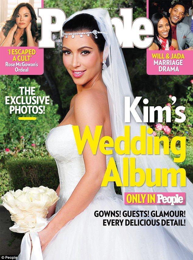 Kim Kardashian 20 Ağustos'taki düğününden önce gelinliği hakkında hiçbir detayın basına sozmasını istemeyen kim Kardashian, sadece Vera Wang'e ne kadar güvendiğini ve gelinliğinin çok şok ve elegan olacağını söylemişti. Henüz gelinliğin tamamını göremedik ama, aldığımız duyumlara göre Kim, çok şık bir gelin olmuş. Tabii Vera Wang sayesinde....