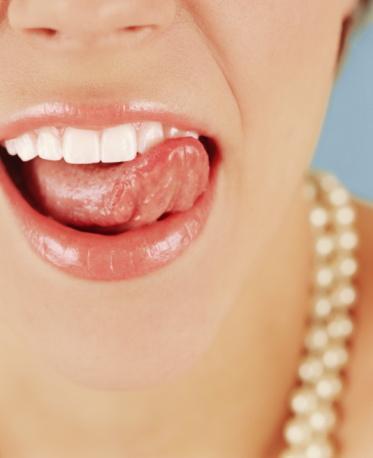 İnci gibi dişler Dişlerinizde en az cildiniz kadar bakımı hak eder. İnci gibi dişlere sahip olmak güzelliğinize güzellik katar. Dişlerinizi günde en az iki kez fırçalamalı ve diş ipiyle temizlemelisiniz. Ayrıca düzenli olarak dişlerinizi temizletmelisiniz.