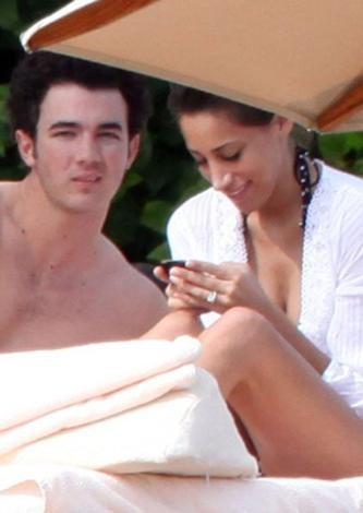 Kevin Jonas ve Danielle Deleasa'nın balayı adresi Meksika'ydı.