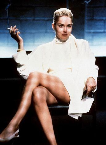 Hollywood'un yaşlanmayan yıldızı Sharon Stone, 1992 yılında Temel İçgüdü filminin sorgu sahnesindeki oturuşuyla tarihe geçmişti.