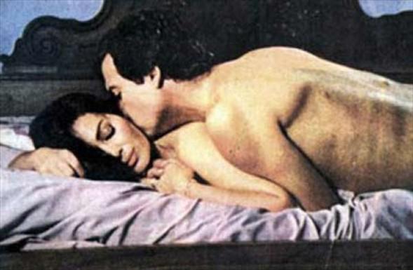 """Orhan Elmas'ın yönettiği """"Metres"""" adlı filmde Can Gürzap'la başrolü paylaşan Türkan Şoray, genelevden ayrılma kiralık bir kadını canlandırdı. (1983)."""