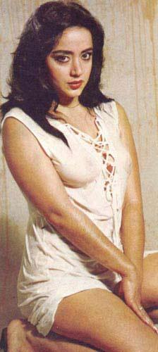 Orhan Aksoy'un yönettiği 'Tövbe' filminde İbrahim Tatlıses'le başrolü paylaşan Oya Aydoğan, sevgilisi hapse girince kötü yola düşüp geneleve giren Zeynep'i canlandırdı (1981).