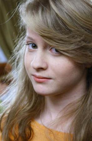 ECEM UZUN Küçük oyuncu 1992 doğumlu.